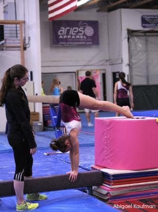 Pike_handstand_beam